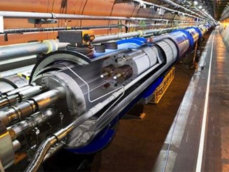 Женева - ученые разогнали до рекордной скорости адронный коллайдер