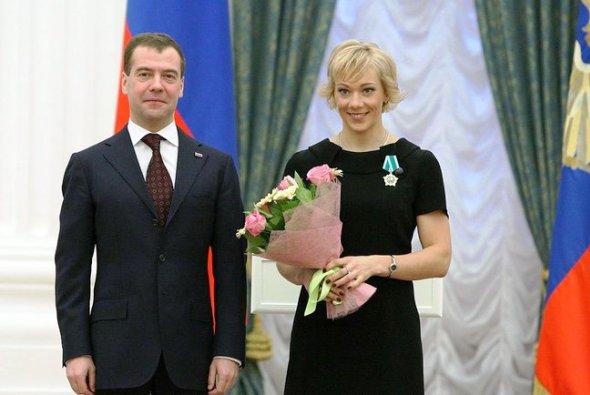 Медведев наградил паралимпийцев России