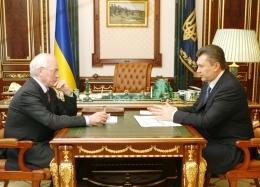 Азаров каждый понедельник будет отчитываться перед Януковичем