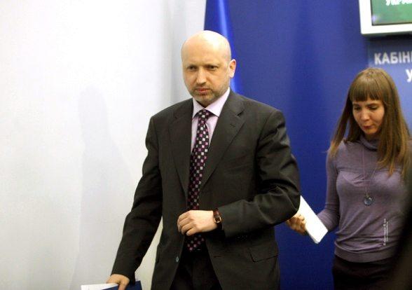 Турчинов обвиняет Азарова в неспособности управлять государством