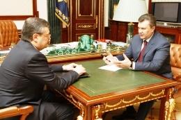 Янукович требует принять Закон Об основах политики Украины