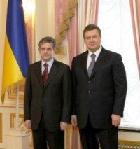 Янукович принял верительные грамоты от Зурабова
