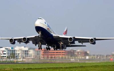 Великобритания начнет во вторник первые авиаперелеты