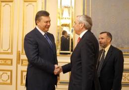 Янукович попросил у Президента ЕБРР денег для Укрытия ЧАЭС