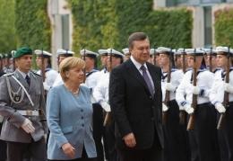 Верховная Рада приняла Закон о местных выборах - Янукович доволен