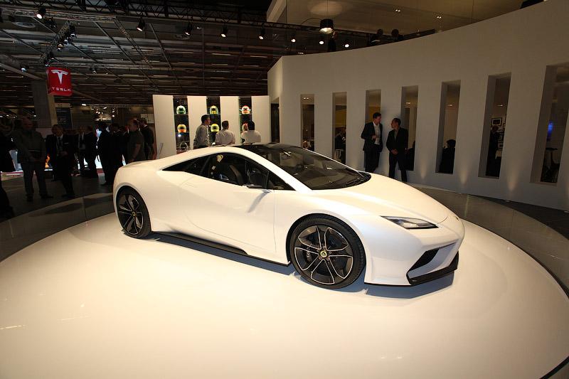 Lotus представил в Париже 5 суперкаров
