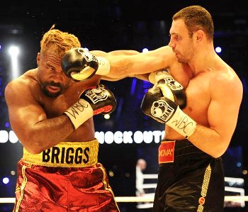 Виталий Кличко отстоял титул чемпиона в бое против Шеннона Бриггса