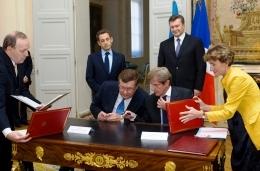 Янукович и Саркози подписали дорожную карту 2011-2012