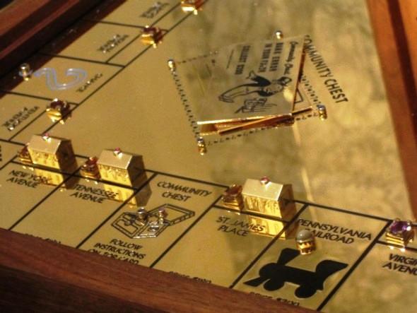 В Нью-Йорке презентована золотая Монополия