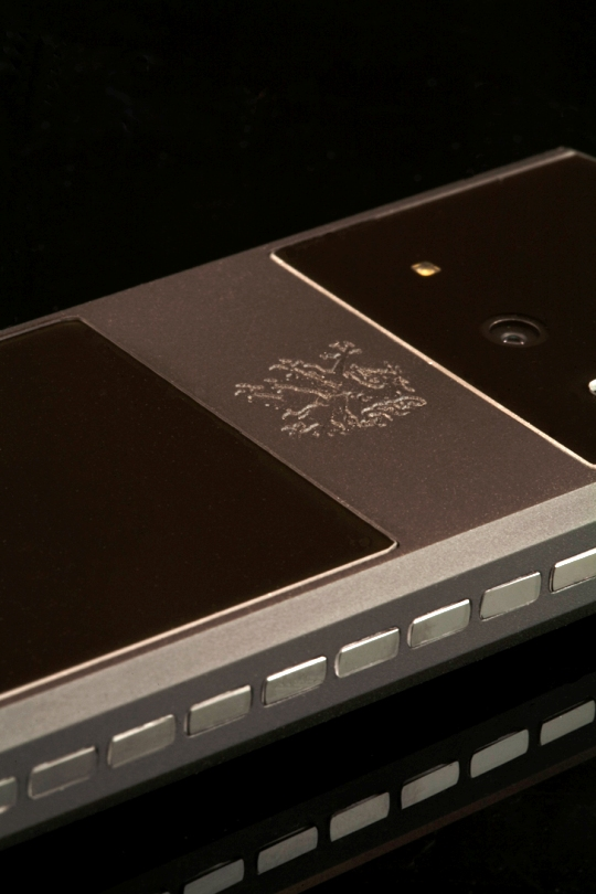 Mobiado представил экстремальный телефон Mobiado Classic 712 Stealth