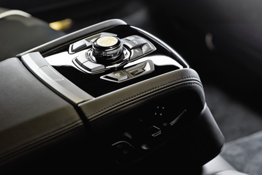 BMW и Steinway & Sons выпустили лимитированную коллекцию 7-й серии