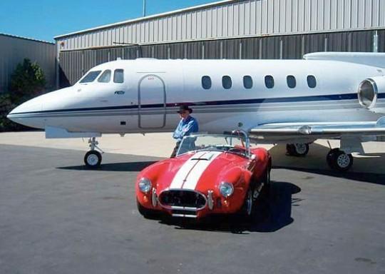 К  000 000 самолету Hawker 700A подарят спорткар Cobra CSX4000