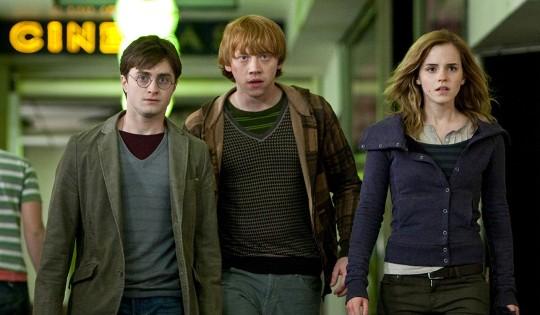 Гарри Поттер и Дары смерти собрал за выходные более $ 330 млн