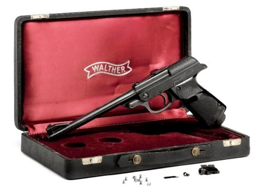 На Кристис выставят пистолет Джеймса Бонда