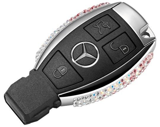 Mercedes выпустил брелоки украшенные кристаллами Swarovski