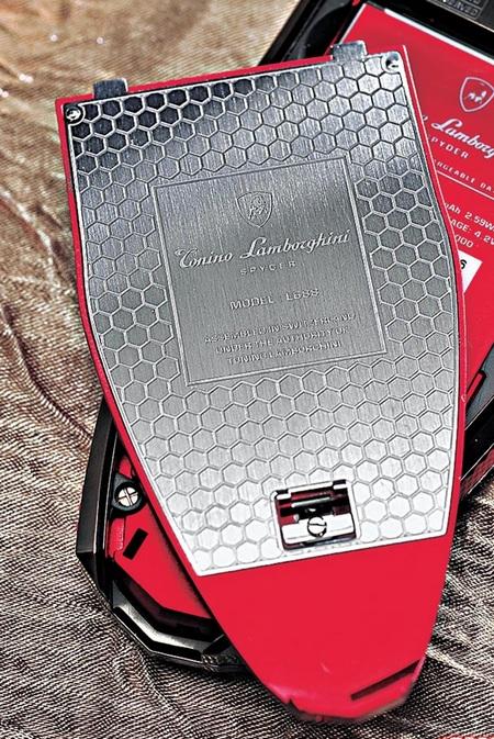 Tonino Lamborghini презентовала роскошные телефоны Spyder