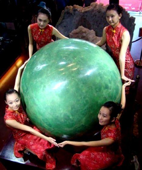 В Китае показали самую большую жемчужину в мире за 7 млн