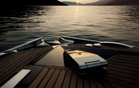 Kinetik презентовала стильную деревянную яхту Hedonist