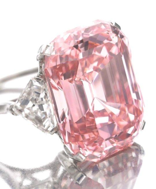 На аукционе Сотбис установлен рекорд по продаже алмазов