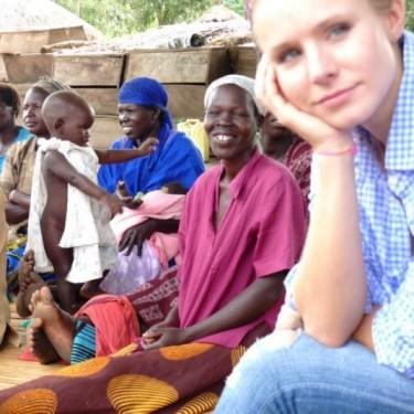Кристен Белл поможет обездоленным детям Уганды