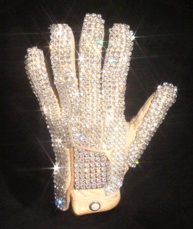 Перчатка Майкла Джексона продана за $ 330 000