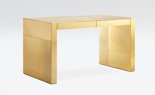 Armani Casa презентовал письменный стол Adelchi покрытый золотом