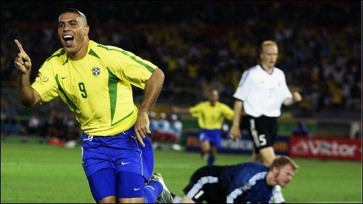 Бразильская легенда Роналдо завершил свою карьеру в футболе