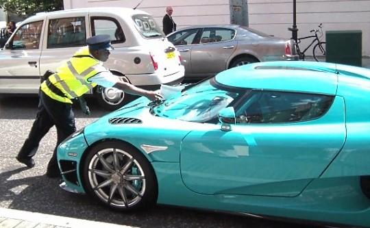 В центре Лондона оштрафовали суперкар Koenigsegg CCXR