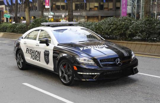Полицейский суперкар Mercedes-Benz Fashion Force покажет моду