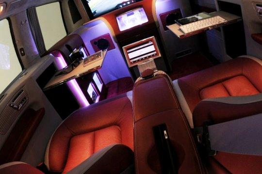 Мультимедийный офис на колесах Brabus iBusiness 3D