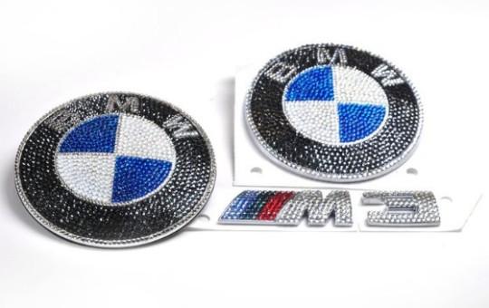 CRYSTOGRAPH украсил эмблему BMW M3 кристаллами Swarovski
