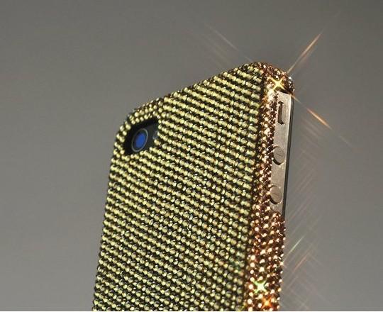 CRYSTOGRAPH презентовал кристально-золотой чехол для iPhone4