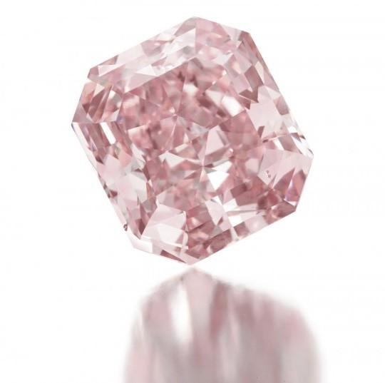 Розовый бриллиант выставят на аукционе Кристис за  млн