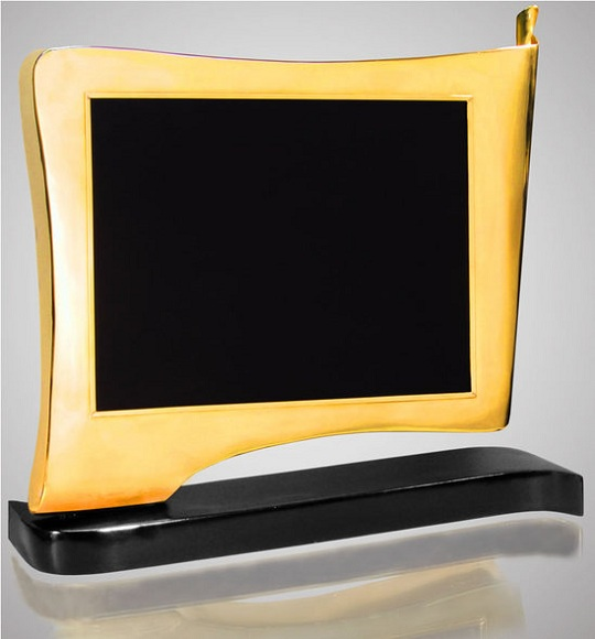 Золотой 3D LED монитор Infini с ассиметричным дизайном от Chirita Paris