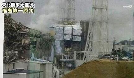 Съемка запечатлела белый дым с АЭС «Фукусима-1»
