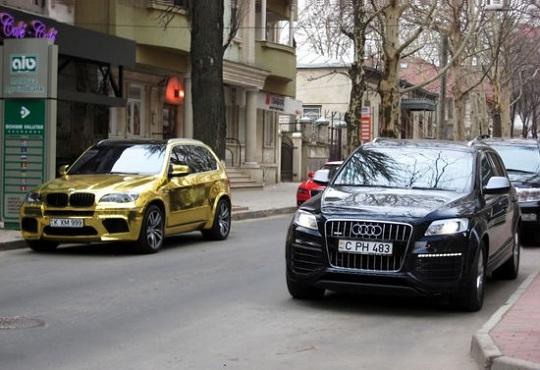 В Молдове обнаружен золотой BMW X5 M