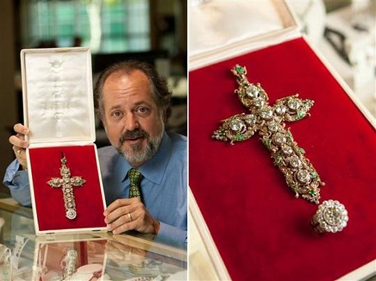 Крест и перстень Папы Римского Павла VI будет выставлен на аукционе
