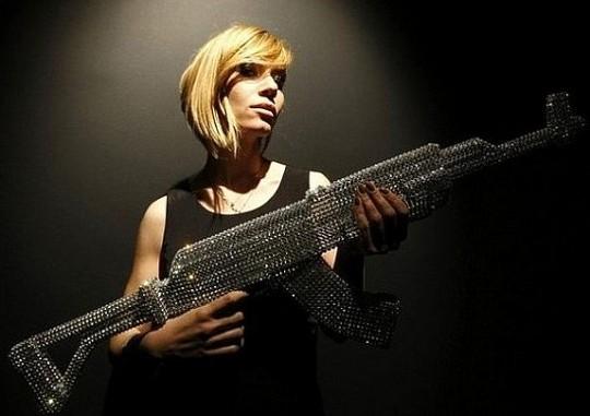 Никола Болла украсил АК-47 кристаллами Swarovski