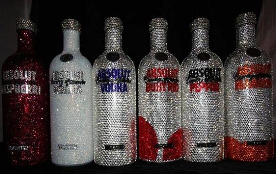 Коллекция шикарных бутылок водки Absolut в кристаллах Swarovski