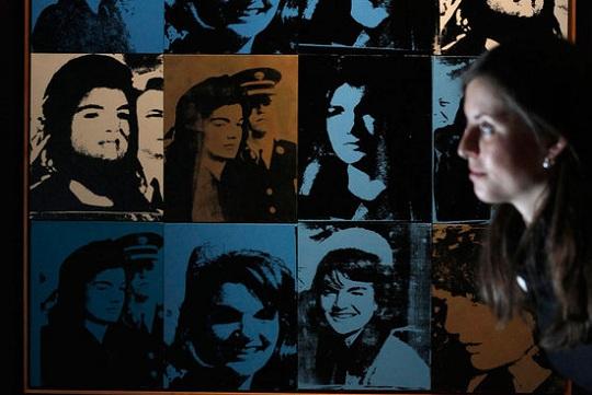 Картина Энди Уорола с изображением Жаклин Кеннеди выставлена на Sotheby's