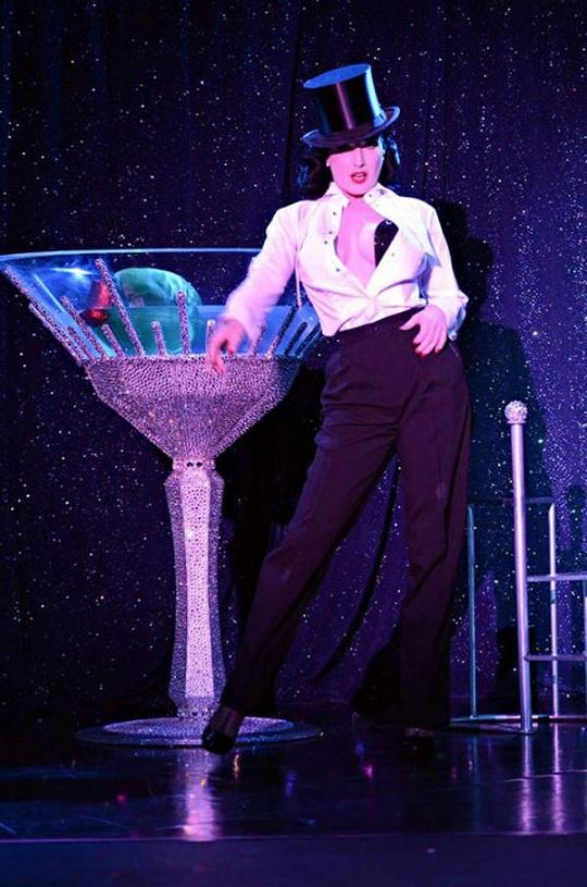 Дита фон Тиз презентовала бокал мартини в кристаллах Swarovski