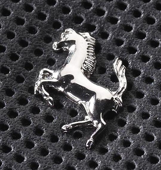 Коллекция чехлов Ferrari для мобильных гаджетов