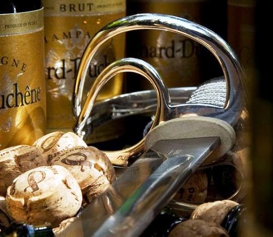 Henry Tuke - самая дорогая сабля для Шампанского