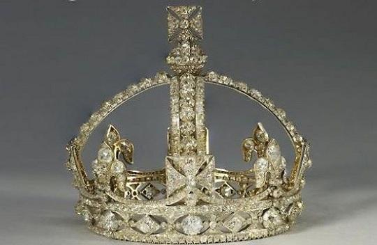 Букингемский дворец планирует торжественную выставку драгоценностей