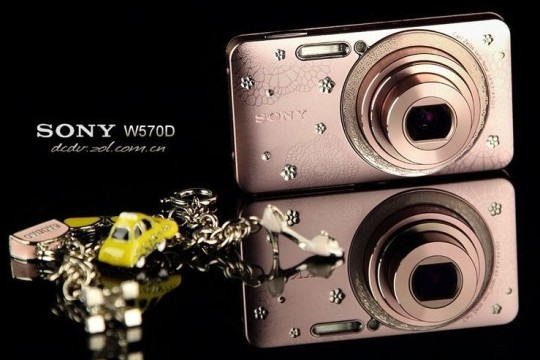 Гламурная фотокамера Sony W570D для модниц