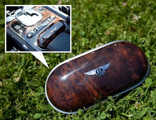 Bentley презентовал деревянный футляр для очков