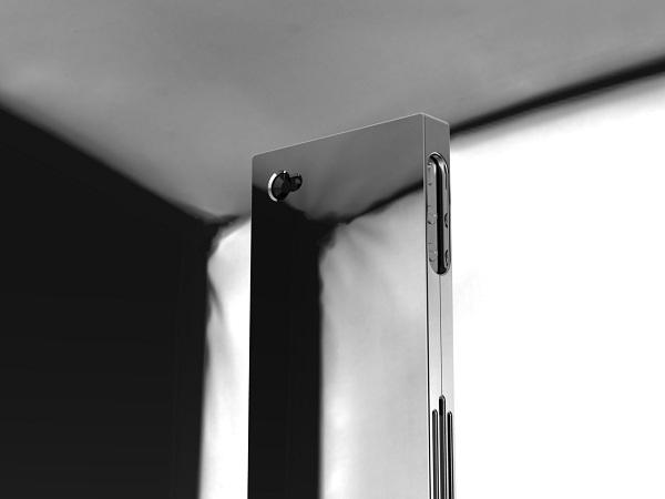 Андерс Хагардзон представил титановый корпус для iPhone 4