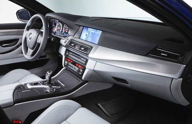 BMW M5 - спорткар премиум-класса 2011