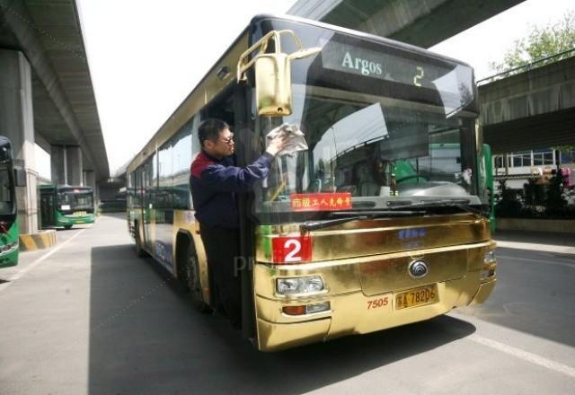 Золотой автобус гламурит дороги Китая