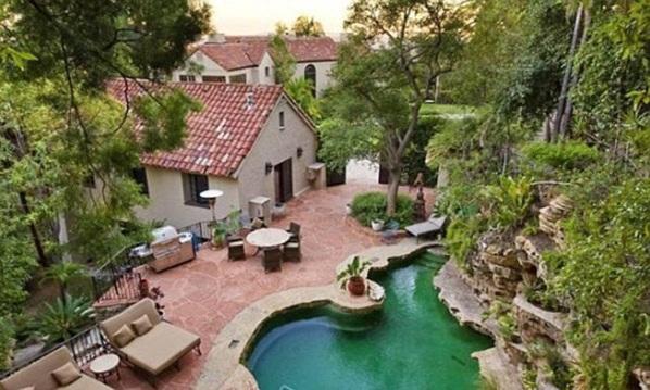 Кэти Пери и Рассел Бренд купили дом в Голливуд Хиллз